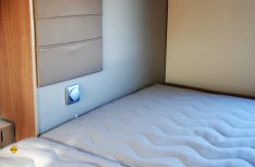 Der Lichtschalter im Schlafbereich sitz zu tief und wird ungewollt nachts eingeschaltet. (Foto: alf)