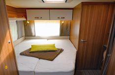 Französisches Bett mit Federkernmatratze auf komfortablen Tellerfederrost. (Foto: sis / D.C.I.)