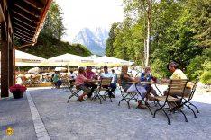 Zur gemütlichen und stilvollen Einkehr lädt der Schmölzer Wirt beim Camping Resort Zugspitze in Grainau. (Foto: Marc Gilsdorf)
