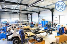 Seine sechste Produktionshalle hat Fahrzeugbau Meier in Altdorf bei Nürnberg Anfang März eingeweiht: Hier werden Mercedes-Benz Sprinter-Chassis montiert. (Foto: Meier)