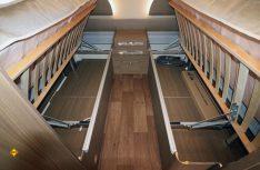 Viel Stauraum unter den klappbaren Einzelbetten im Heck. (Foto: sis / D.C.I.)