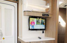 Praktisches Sideboard mit TV-Platz direkt neben dem Eingang. (Foto: sis / D.C.I.)