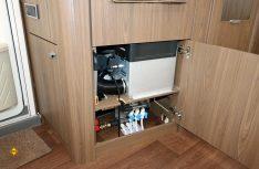 Waertungsfreundlich untergebracht ist die optionale Alde-Warmwasserheizung. (Foto: sis / D.C.I.)