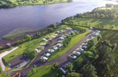 Traumhafter Übernachtungsplatz mit Seeblick: Rushin House Carvan Park in Belcoo. (Foto: Rushin House Caravan Park)