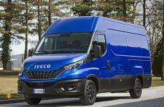 Der neuen Iveco Daily ist an der markanten Front mit größerem Kühlergrill und neuen LED-Schweinwerfen zu erkennen. (Foto: Iveco)