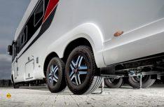 Fahrzeuge, die auch im Winter bewegt wurden, benötigen eine Unterbodenwäsche, die Stützensysteme müssen gewartet werden. (Foto: Al-Ko)