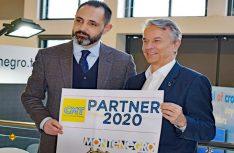 Montenegros Tourismus-Minister Pavle Radulovic (links) und Stuttgarts Messe-Chef Roland Bleinroth präsentieren die Partnerschaft. (Foto: det / D.C.I.)