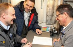 Reisemobil-Konstrukteure Matthias Schätzle und Stefan Fricke in der Kältekammer. (Foto: Hobby)