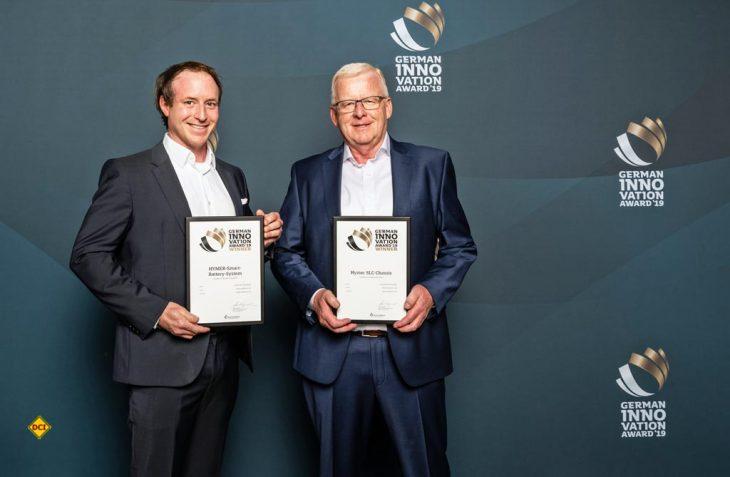 Gleich zwei German Innovation Awards 2019 konnte Hymer für das SLC-Chassis und das Hymer Smart-Battery-System einheimsen. (v.l.n.r.): Dominik Hepe (Leitung Produktmanagement) und Bernhard Sawetzki (Leiter Entwicklung und Konstruktion) nahmen die Ehrung in Berlin entgegen. (Foto: Martin Diepold)