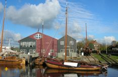Auf einem historischen Segelschiff (genannt Botter) kann man seine Fähigkeiten als Segler testen. (Foto: Niederländische Hanse)