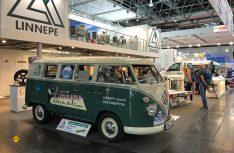 Zum Firmenjubiläum komplett restauriert: Der Firmen-VW Bulli von Linnepe aus dem Jahr 1964. (Foto: Linnepe)