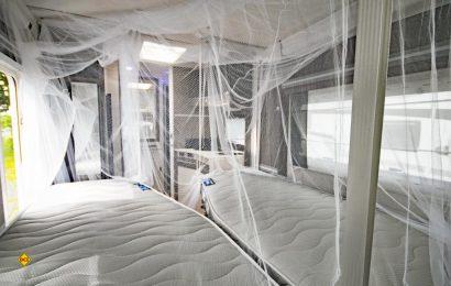 Mit dem Infactory XXL Moskitonetz von Pearl kann der gesamte Schlafbereich in Caravan oder Wohnmobil wirksam geschützt werden. (Foto: det / D.C.I.)