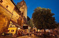 Tolles Ambiente und ein herrlicher Biergarten im Cafe Wanderer in Nürnberg. (Foto: Holidu)