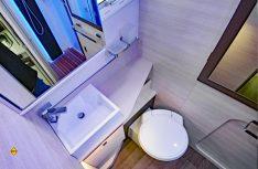 Füllt den gesamtem Hecjbereich aus: Das Raumbad mit getrennter Dusche und dem Sanitärbereich. (Foto: det/D.C.I.)