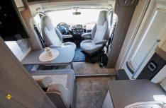 Die Sitzgruppe im neuen Queensbett-Van Optima Ontour Edition V65 GQ. (Foto: det/D.C.I.)