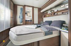 Der neue Hobby Prestige 720 WQC kommt mit einem großen Queensbett im komfortablen Schlafabteil. (Foto: Werk)