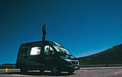 Camping unter freiem Himmel - So kann man Sternschnuppen genießen und sich jede Menge wünschen. (Foto: Indie Campers)