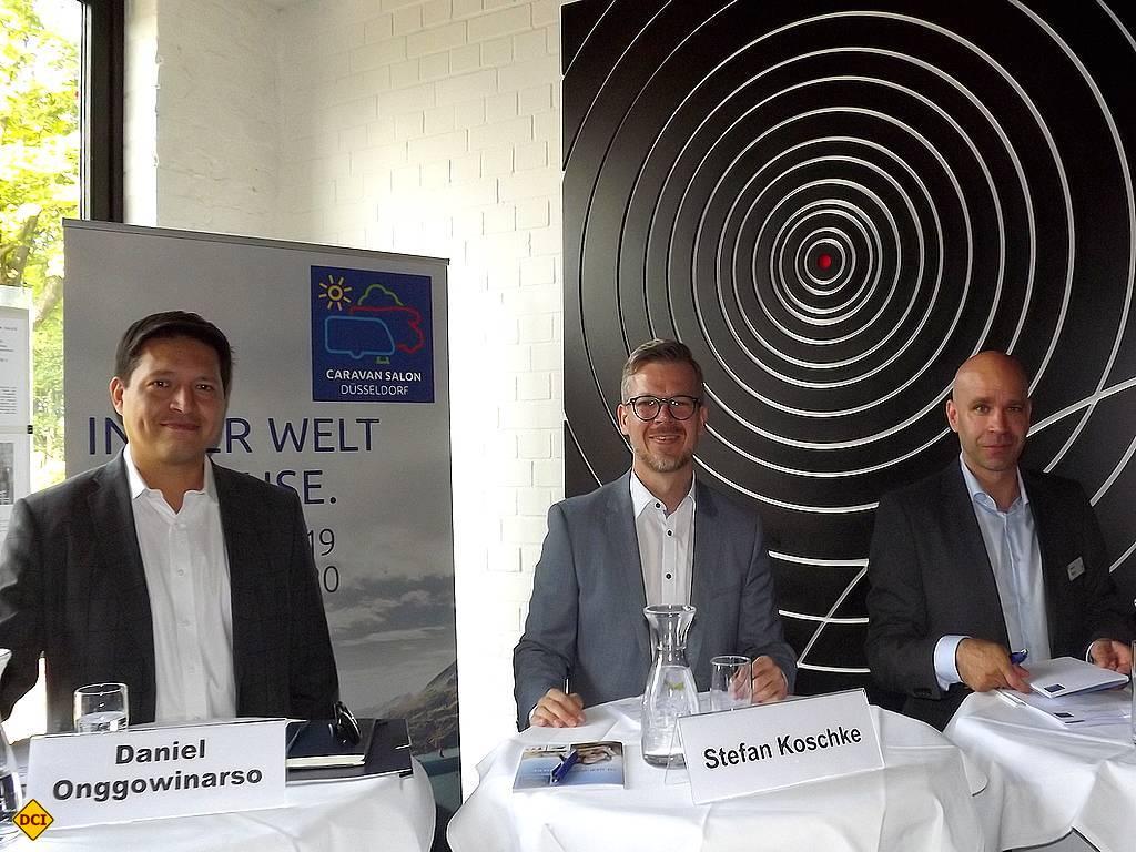 Gute Zahlen zu vermelden: v.l. Daniel Onggowinarso (GF CIVD); Stefan Koschke (Direktor Caravan Salon); Alexander Kempe (Senior Manager Presse). (Foto: tom/D.C.I.)