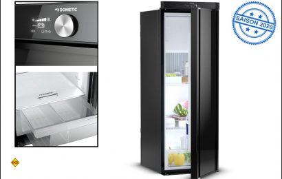 Dometic präsentiert eine neue schlanke Kühlschrankversion der 10er-Serie: Den innovativen Kühlschrank RML10.4 mit beidseitig (links/rechts) zu öffnender Tür. (Foto: Dometic)