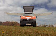Der Clou von Frieda Luftig auf dem VW T6.1: Zwei Schiebetüren und das spezielle Hochdach. (Foto: Vanufakur)