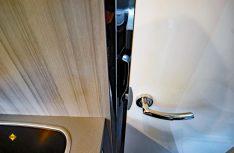 Die Badezimmertür kollidiert mit dem Griff des Kühlschranks. (Foto: det / D.C.I.)