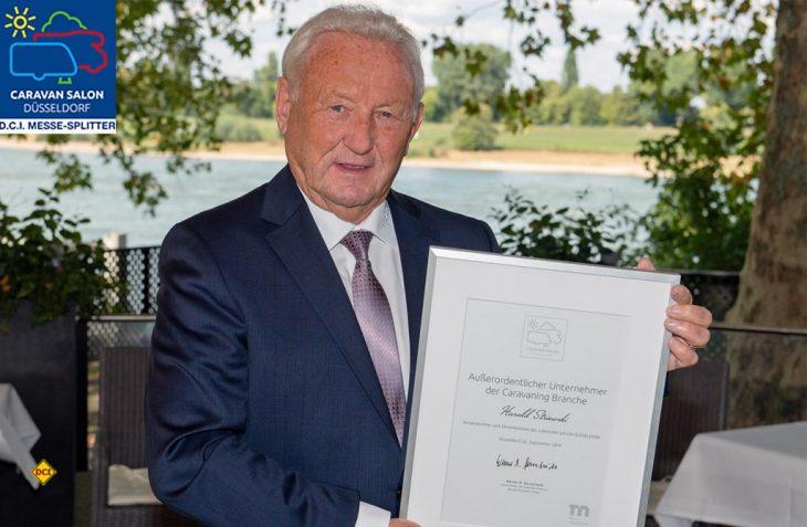 """Der Caravan Salon Düsseldorf hat Hobby-Chef Harald Striewski als einen """"Außeordentlichen Unternehmer der Caravaning-Branche"""" geehrte. (Foto: Caravan Salon)"""