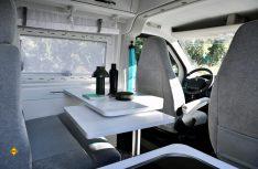 Die Sitzgruppe für Zwei im Peugeot Boxer 4x4 Concept. (Foto: Peugeot)