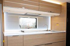 Klasse Küche mit kompletter Ausstattung, reichlich Arbeitsfläche und viel Stauraum . (Foto: sis / D.C.I.)