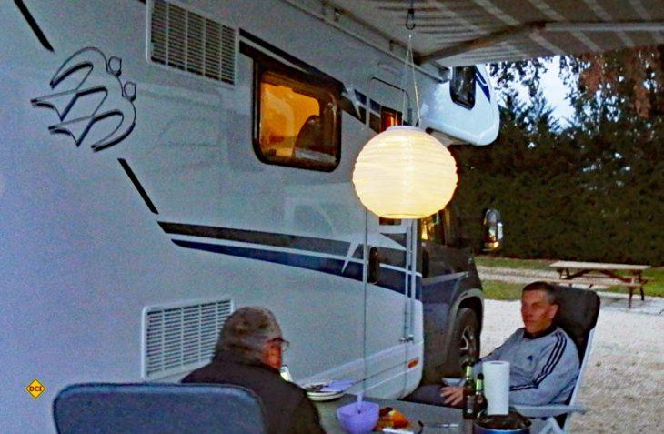Der Lunartec-LED-Lampion von Pearl sorgt mit Solartechnik und Dämmerungsschalter für stimmungsvolles Licht zum Nulltarif. (Foto: det / D.C.I)