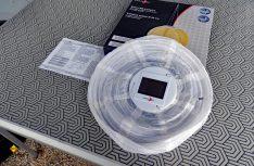 Das Solarpanelmit dem Dämmerungsschalter sorgt für Akkuladung und eine automatische Einschaltung. (Foto: det / D.C.I.)