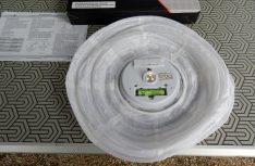 Die LED-Leuchteinheit, Akku und Ein/Aus-Schalter. (Foto. det / D.C.I.)