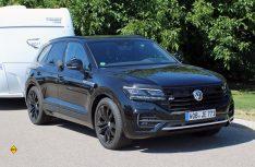 Im Oberklasse-Segment der Sport Utility Vehicles bestätigt der Touareg die Eigenschaften eines hochwertigen Geländewagens mit den Komfortmerkmalen einer Oberklasse-Limousine. (Foto: sis / D.C.I.)