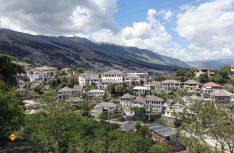 Der Ort und die Festungsanlage Gjirokaster ist ein sehenswertes UNESCU-Kulturerbe. (Foto: thw / D.C.I.)