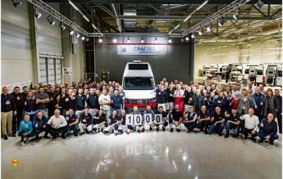 Tolles Jubiläum: 1.000 Reisemobile Grand California haben jetzt die Bänder vom Crafter-Werk Września (Polen) verlassen. (Foto: Werk)