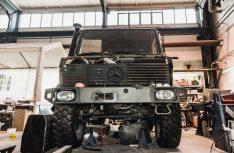 Die gebrauchten Mercedes-Benz Unimogs werden komplett zerlegt und neu aufgebaut. (Foto: Polygon Shelter)