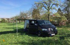 Bildhübsch und für den Kurztripp einwandfrei: Der ausgebaute Multivan war der Vorläufer des Projekts Absetzkabine. (Foto: Schwarz)
