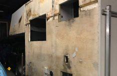 Zuhause das große Erwachen: Nach Entfernen der Glasfaserschicht kommt der Wasserschaden richtig dick. (Foto: Schwarz)