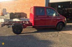 Der VW T 6 - hier ohne die Pritsche - wurde mit einer Federverstärkungs-Kit auf 3,5 Tonnen aufgelastet. (Foto: Schwarz)