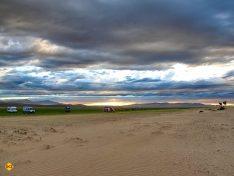 Himmel, Landschaft, Weite. Eine typische Impression auf der langen Reise. (Foto: Abert/abenteuerosten.de)