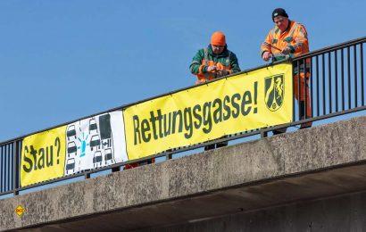 Mit den neuen Verkehrsregelungen für 2020 wird auch die Rettungsgasse deutlich aufgewertet und Nichtbilden oder falsches Befahren drastisch geahndet. (Foto: Polizei NRW)