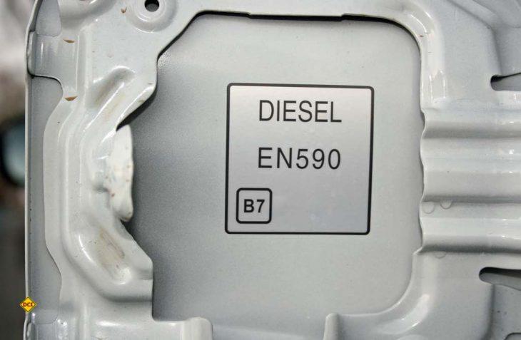 Auf dem Tankdeckel und den Zapfsäulen müssen die neuen Kraftstoffbezeichnungen für 2020 angebracht sein. (Foto: BDBe)