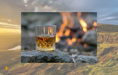 """Der berühmte schottische Whisky stellt eine Hauptattraktion auf einer Reise nach Schottland dar und das """"Wasser des Lebens"""" zieht allein viele Touristen in das Land. (Foto: Holidu)"""