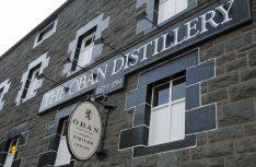 Die geschichtsträchtige Oban Distillery ist nicht nur eine der kleinsten Brennereien in ganz Schottland, sondern gleichzeitig auch eine der ältesten. (Foto: Holidu)