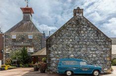 Der meistverkaufte Single-Malt-Whisky der Welt kommt von der Glenfiddich Distillery in Dufftown, Moray. (Foto: Holidu)