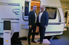 Präsentierten das neue Sondermodell Bianco Primo 465 SFH: Fendt Geschäftsführer Hans Frindte (rechts) und Marketing-Chef Thomas Kamm. (Foto: det / D.C.I.)