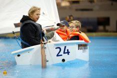 """Mitmachen ist angesagt bei der """"Sailing school"""". Den jungen Besuchern gefällt es sichtbar gut. (Foto: Messe Düsseldorf / ctillmann)"""