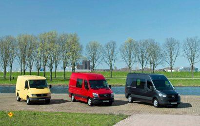 Jubiläum: Der Mercedes-Benz Sprinter - hier die drei Fahrzeug-Generationen - begründete vor 25 Jahren ein neues Fahrzeugsegment im Bereich der leichten Transporter. (Foto: Mercedes-Benz)
