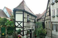 Das Bügeleisen-Haus in Bad Wimpfen: Sehenswerte Fachwerk-Altstädte auf der Kraigau-Tour. (Foto: Carado)