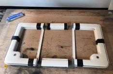 Wir haben dies mit einer Kappsäge aus dem Mittelteil des Rahmens erledigt und diesen anschließend mit Kunststoffkleber wieder hergestellt. (Foto: Schwarz)