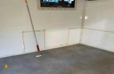 Passt: Der Kabinenboden ist fertig verlegt. (Foto: Schwarz)
